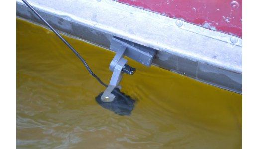 Установка датчика эхолота на лодку